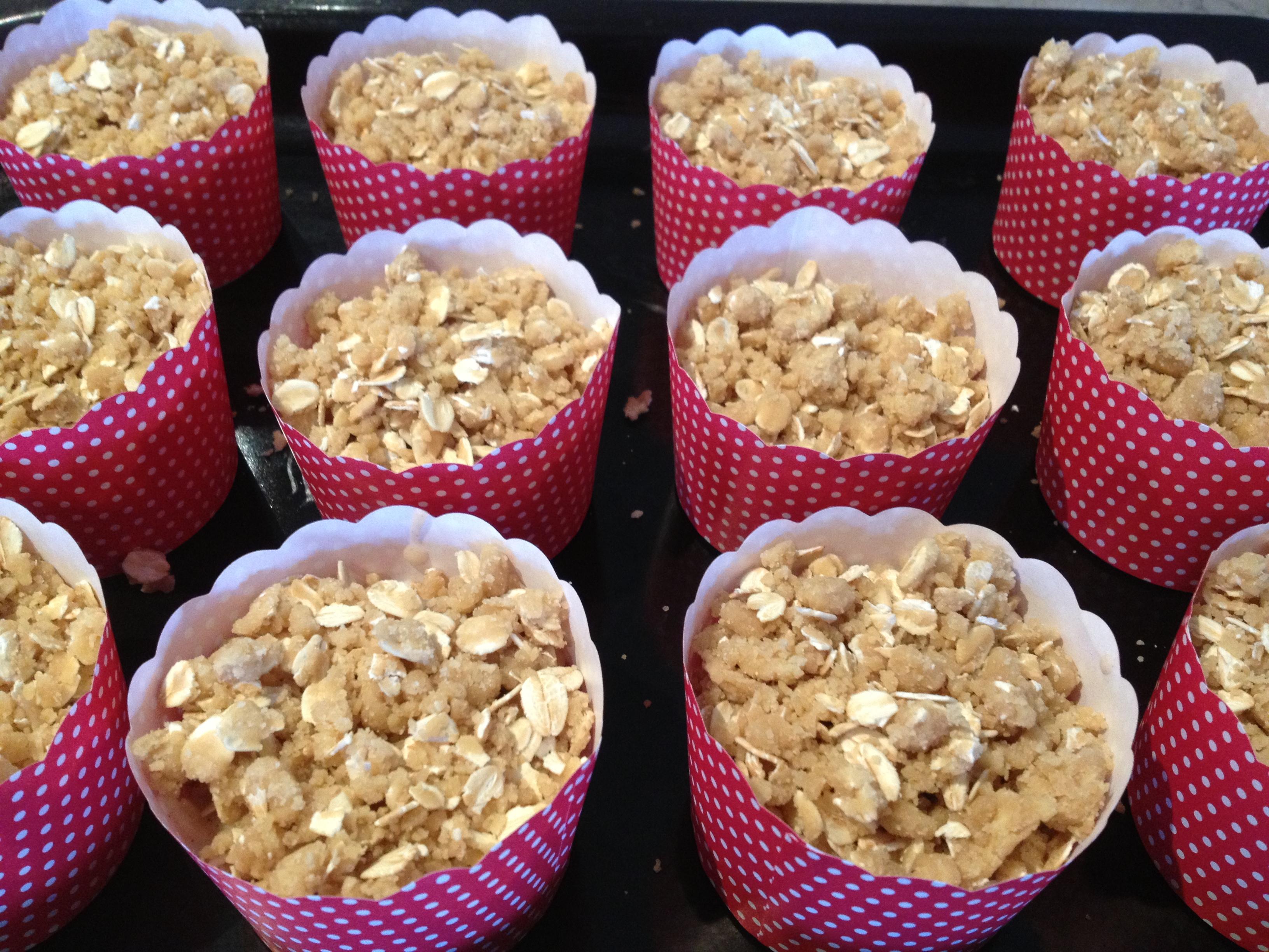 Apple Crumble Muffins (apple & cinnamon) - Bake Play Smile