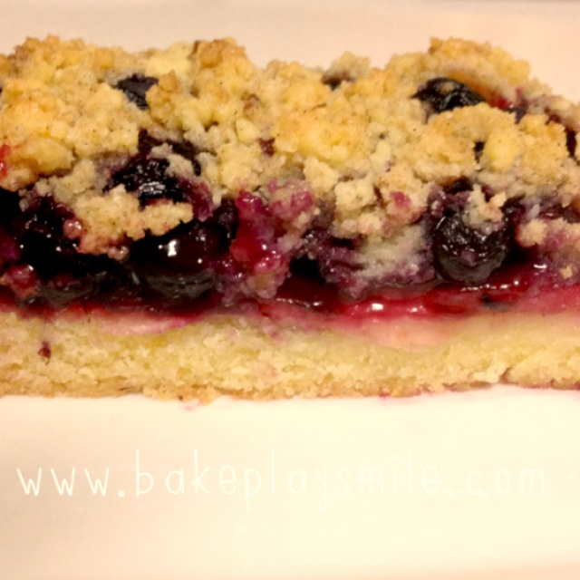 Apple Berry Crumble Slice (easy, classic recipe) - Bake ...