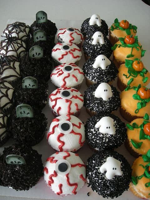 5 halloween party food ideas that are just too cute bake play smile - Halloween decorations for cupcakes ...
