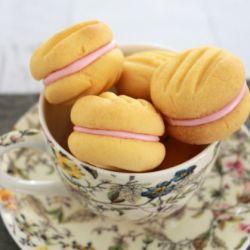 Yo-Yo Biscuits (custard cookies)