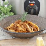 A bowl of beef ragu pasta.