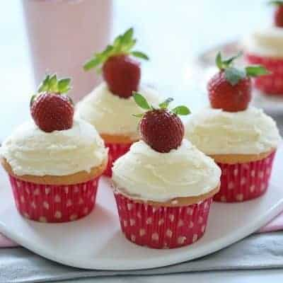 Perfect Vanilla Cupcakes with Fresh Strawberries