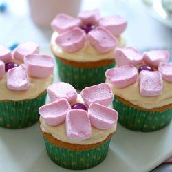 Cute Marshmallow Flower Cupcakes