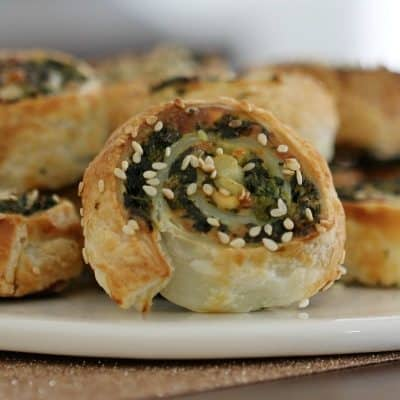 Spinach & Feta Pinwheels (quick and easy recipe!)