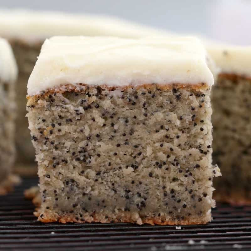Easy banana poppyseed cake with vanilla frosting forumfinder Images