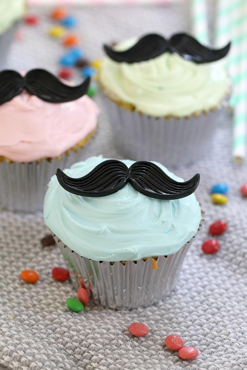 moustache-cupcakes-5