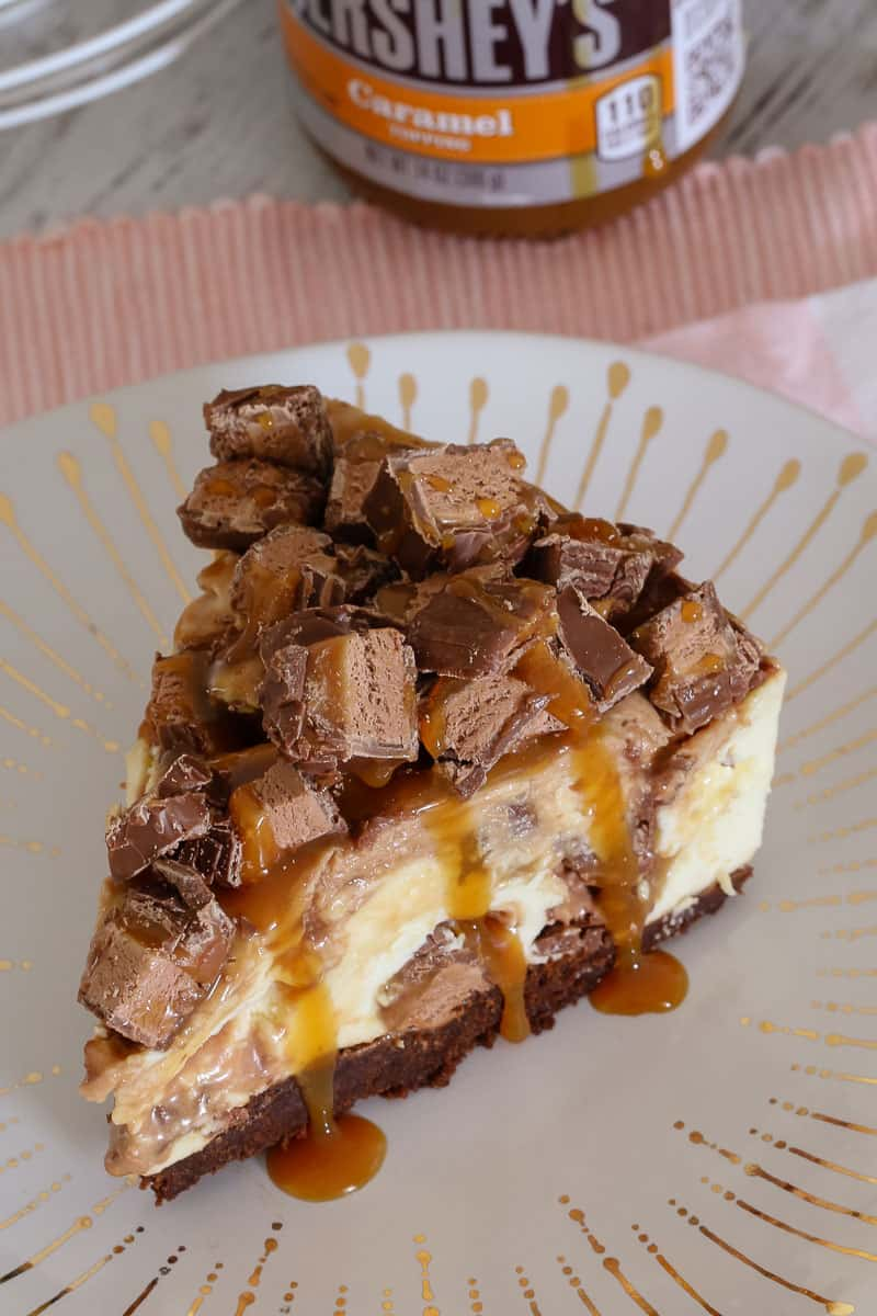 The Ultimate No-Bake Mars Bar Cheesecake... packed full of Mars Bars, chocolate sauce and caramel sauce! Talk about delicious!