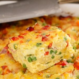 A simple Macaroni& Vegetable Frittata Bake made with capsicum, carrots, corn, peas and ham. Perfect for kids and toddlers, or as an easy midweek dinner.
