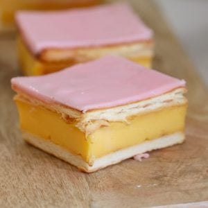 An easy vanilla custard slice recipe made with a biscuit base and topped with a classic pink icing! This is just like a bakery-bought vanilla slice!