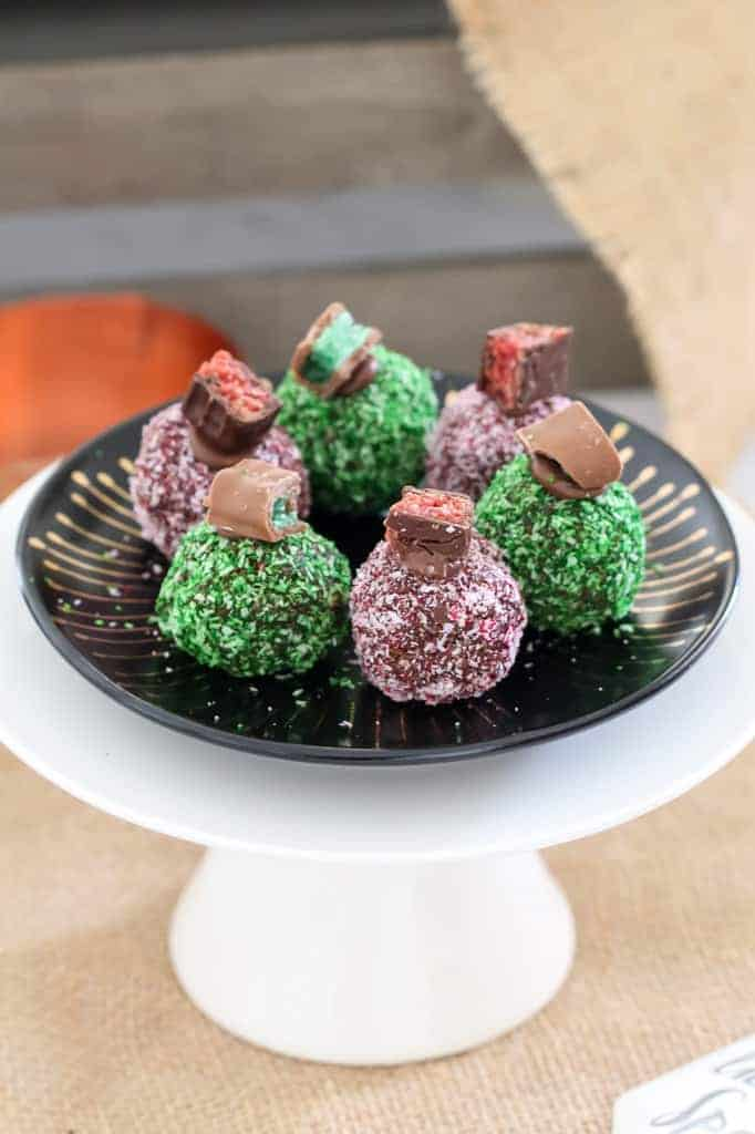 The easiest no-bake Chocolate Ripple Christmas Balls made in two yummyvariations - one with chopped up Peppermint Crisp bars and one with Cherry Ripes. YUM!!