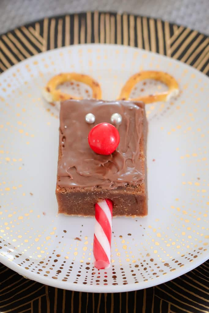 These cute-as-a-button and super easy Christmas Reindeer Brownies are sure to be a hit at your class Christmas party or end of year Christmas celebration!