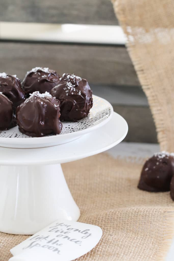 These deliciously simple no-bake Dark Chocolate & Salted Caramel Cheesecake Balls take just 15 minutes to prepare... and are completely addictive!