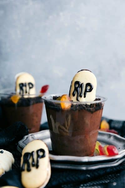 A Spooktacular Collection of Halloween Treats, Cakes & Desserts