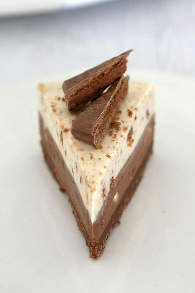 The ultimate collection of No-Bake Cheesecake Recipes... including chocolate Baileys cheesecake, rocky road cheesecake, Mars Bar cheesecake, blueberry cheesecake and more!