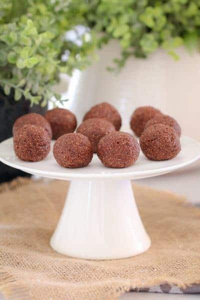 Healthy Chocolate Mint Bliss Balls