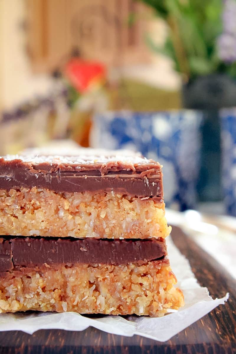 A completely no-bake Coconut Chocolate Slice with a crunchy coconut biscuit base and a crispy milk chocolate top. Delicious, quick and easy!