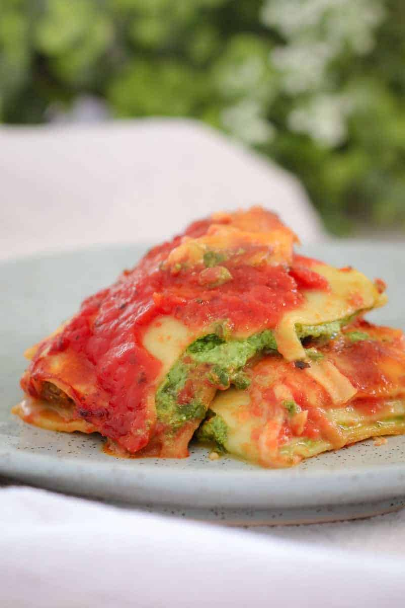 A quick and easy Spinach & Ricotta Cannelloni recipe that makes the perfect family midweek meal! Just 10 minutes prep time and 30 minutes cooking time.
