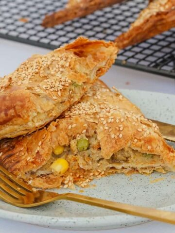 Kid-friendly (and fussy toddler approved!) Hidden Vegetable & Lamb Pasties... 10 minutes preparation time and the perfect freezer-friendly snack!