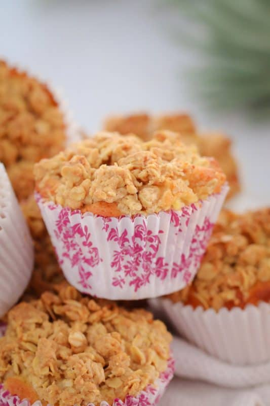 Super easy Apple Crumble Muffins... a soft apple muffin base topped with a crunchy oat crumble! These make the perfect lunch box treat (printable Conventional and Thermomix recipe cards included).