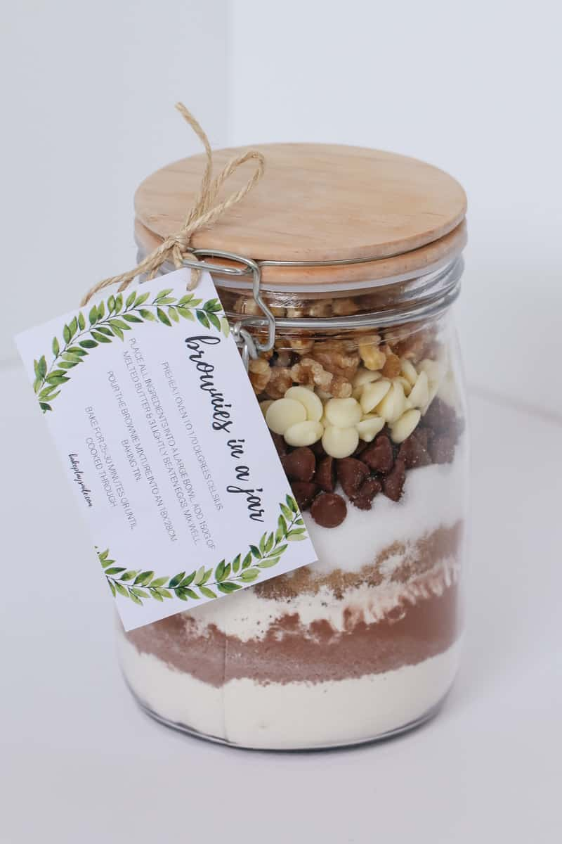 'Brownies in a Jar' make the perfect homemade gift for a teacher, friend or neighbour. Includes a free printable recipe label gift tag.