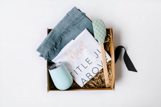 Introducing the stylish 'Mum Hamper'... a unique and gorgeous gift for your Mum! A stunning box filled with a linen apron, stainless steel wine tumbler, pastel spatula and our designer 'Mum' tea towel. Available in pink or blue/grey.