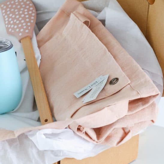 Introducing our stylish 'Mum' Hamper... a unique and gorgeous gift for your Mum! A stunning box filled with a linen apron, stainless steel wine tumbler, pastel spatula and our designer 'Mum' tea towel.