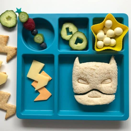 Little superhero fans, your lunch is about to turn bat-tastic! Each Superhero Sandwich Cutters set includes a bat mask and a lightning bolt cutter!