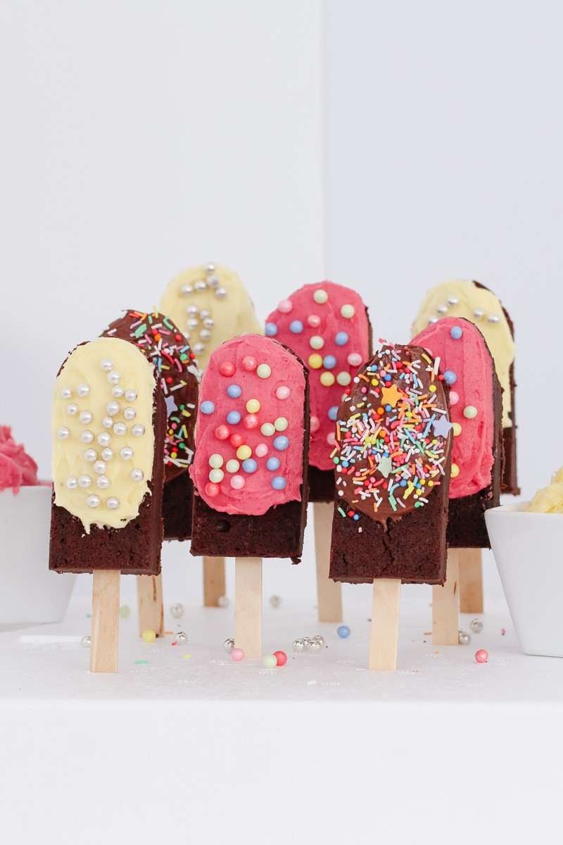 Super cute Chocolate Brownie Pops made to look just like little ice-creams on sticks! The perfect kids party food recipe.