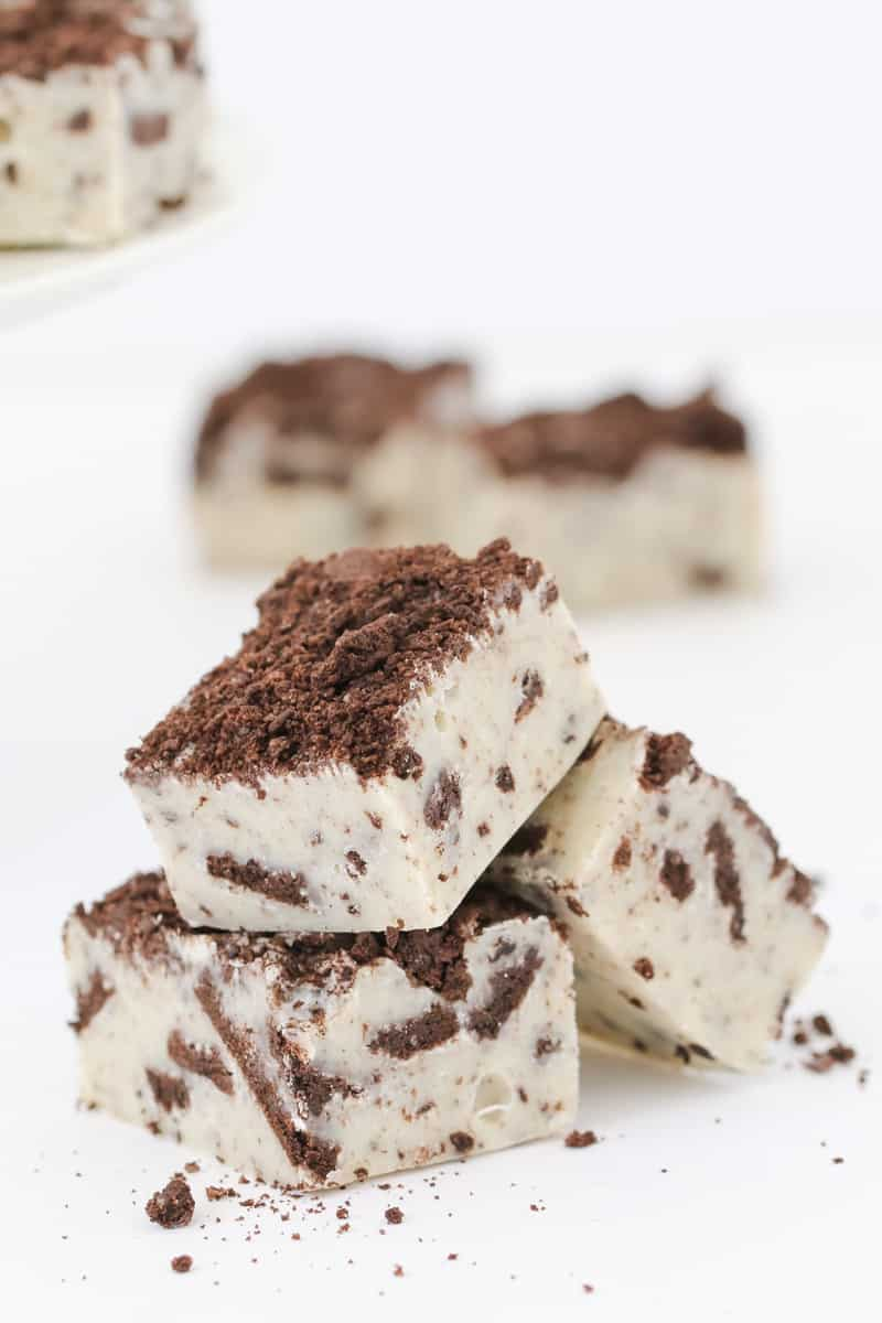 Easy homemade cookies and cream fudge with Oreos.