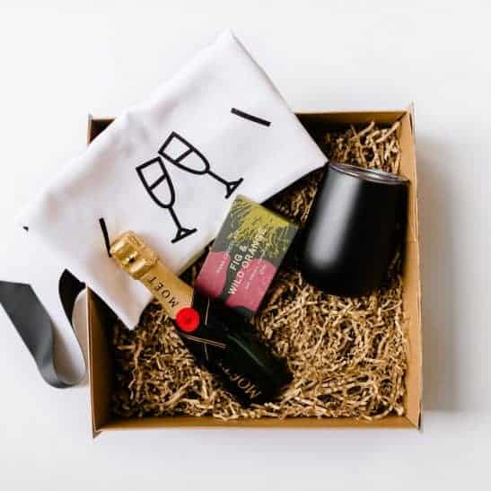 Spoil that special someone with our Moet & Gourmet Chocolate Hamper filled with a 200ml bottle of Moet champagne, a block of Pana chocolate, a stainless steel wine tumbler and a premium 'Wine O'Clock' tea towel.