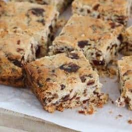 A classic melt and mix Date Slice recipe made from just 6 basic ingredients and requiring only 10 minutes preparation time!