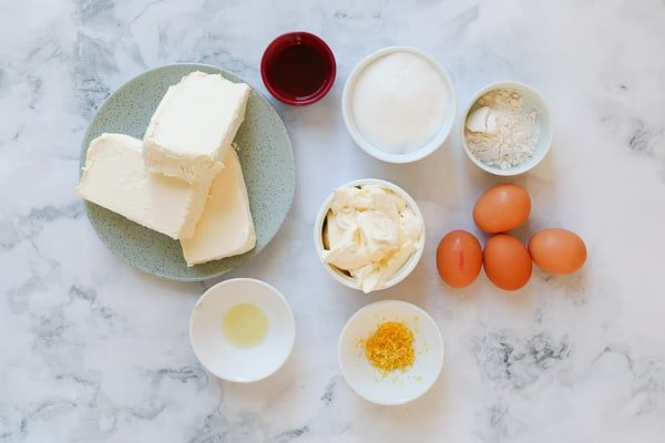 The ingredients for a New York baked cheesecake.