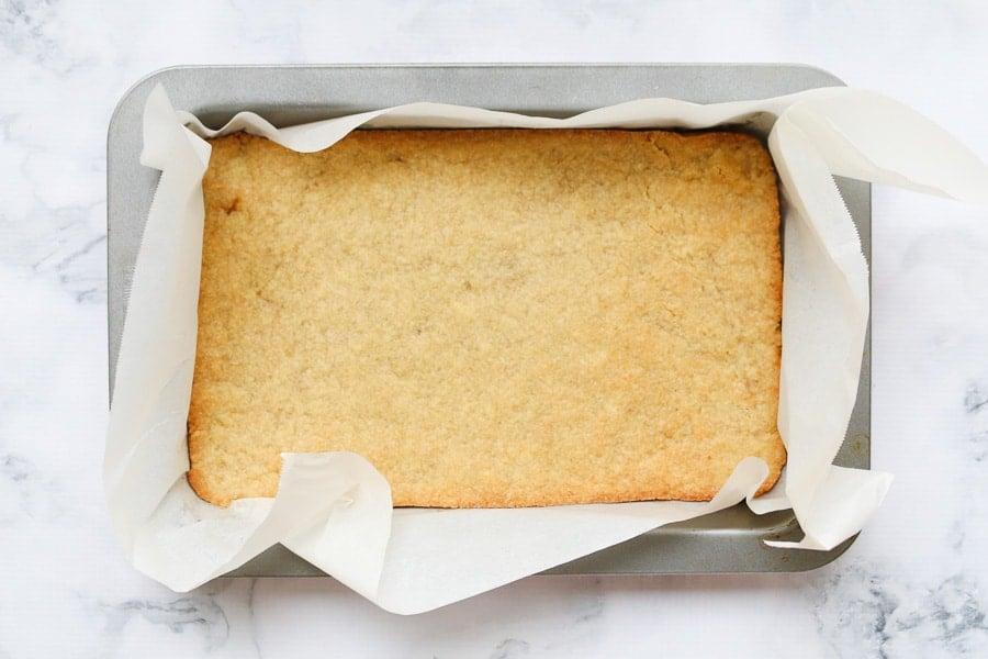 A baked slice base.