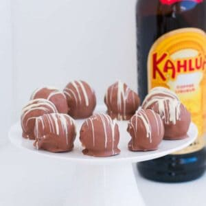 Boozy no-bake Kahlua Cheesecake Balls make a rich and creamy dessert, cheeky late night treat or simple Christmas recipe!