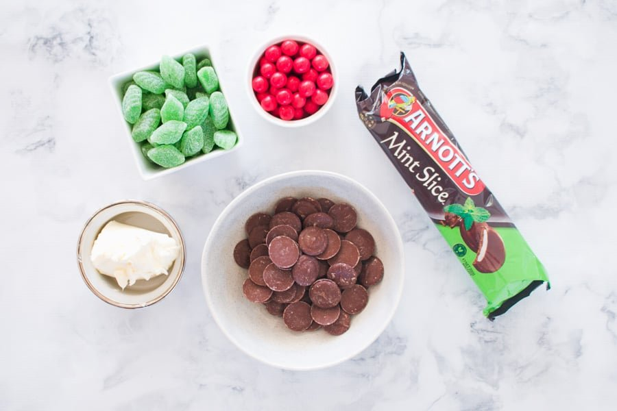 The 5 ingredients for Christmas Mint Slice Balls.