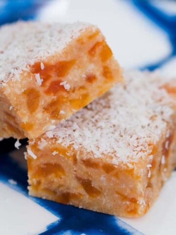 Our classic Apricot Coconut Slice is completely no-bake and takes just a couple of minutes toprepare! An all-timefavourite inlunch boxes or for afternoon tea.