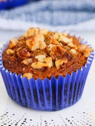 Healthy Carrot Cake Muffins made with carrots, apples, bananas and almond milk... they taste just like your favourite carrot cake recipe, butdeliciouslylight and healthy!