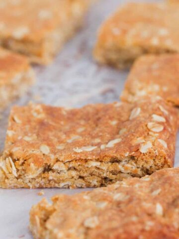 Ourclassic ANZAC Slice takes just 10 minutes to prepare and is perfect for lunchbox snacks! Chewy, sweet and oh-so-delicious (just like yourfavourite ANZAC biscuits!).