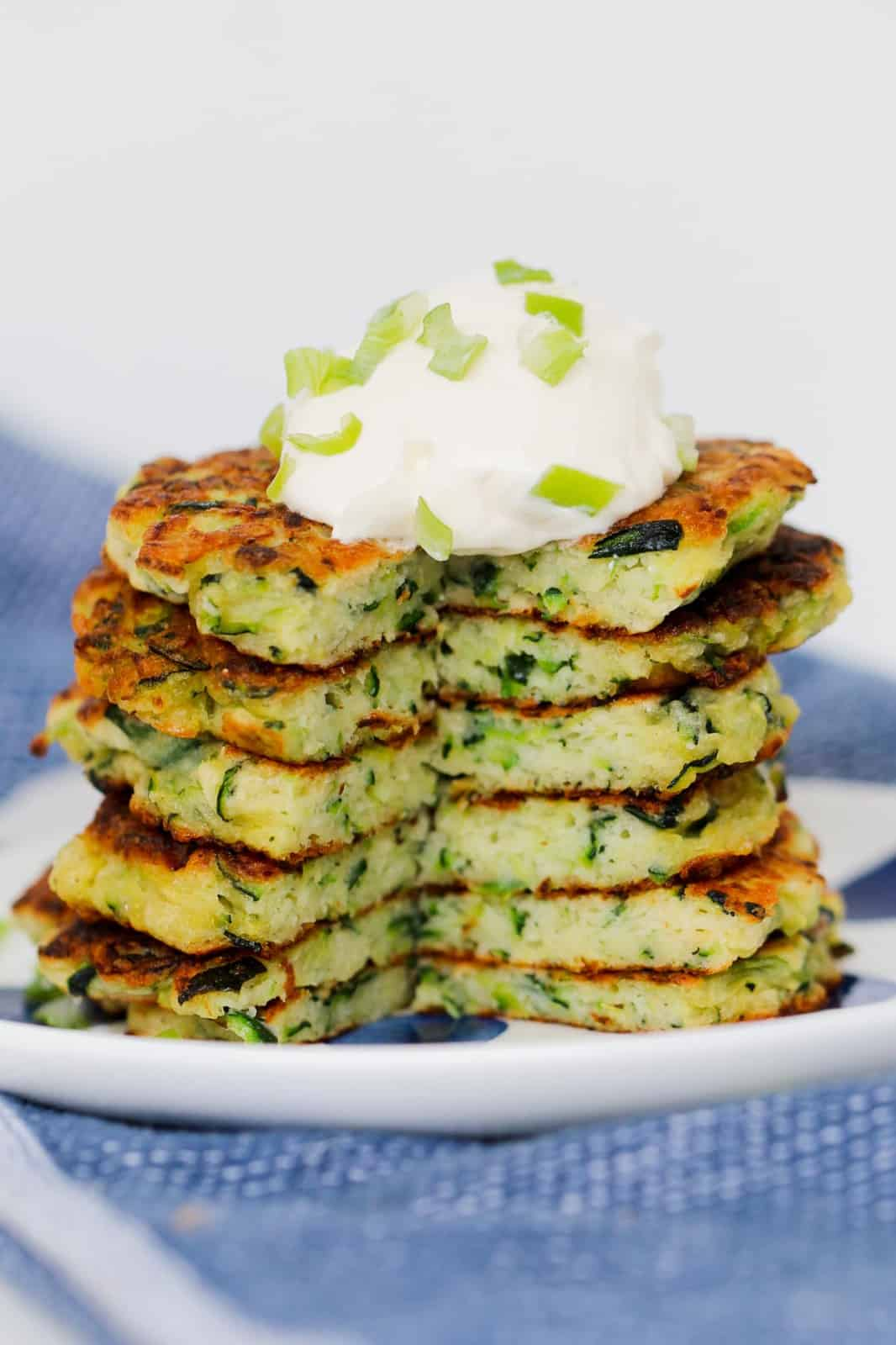 Crispy vegetable cakes with a soft filling cut in half.