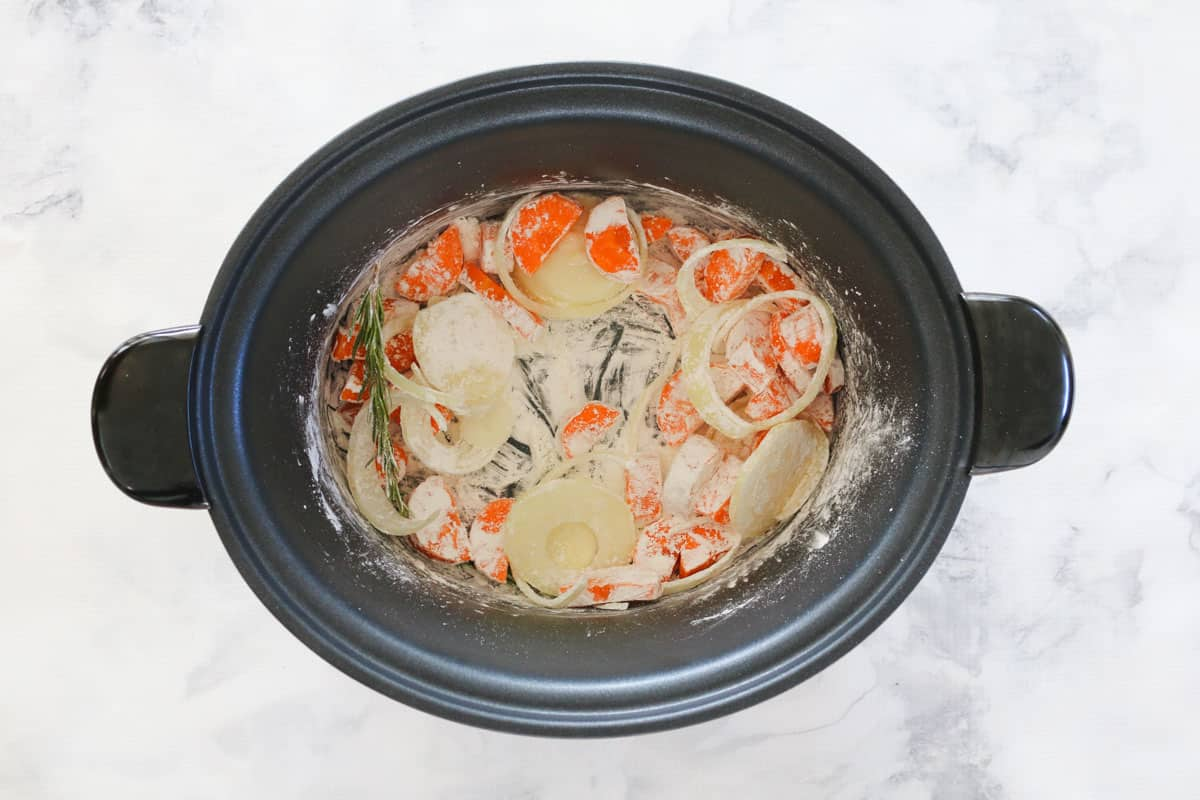 Floured vegetables in a slow cooker.
